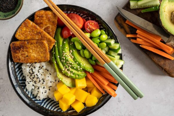 HOW TO BUILD A POKE BOWL WITH 5 EASY RECIPES